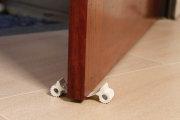 Wkładka zabezpieczająca pod drzwi